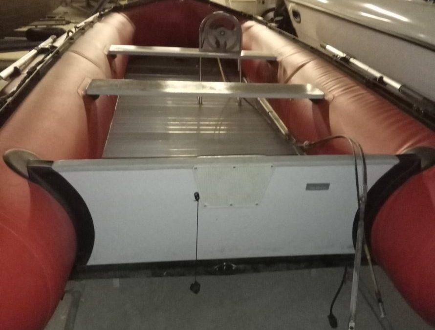 Nafukovací člun 530cm pro 10 osob